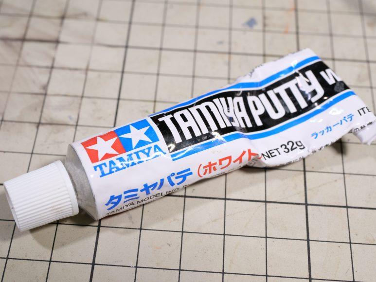 タミヤのラッカーパテ ホワイト